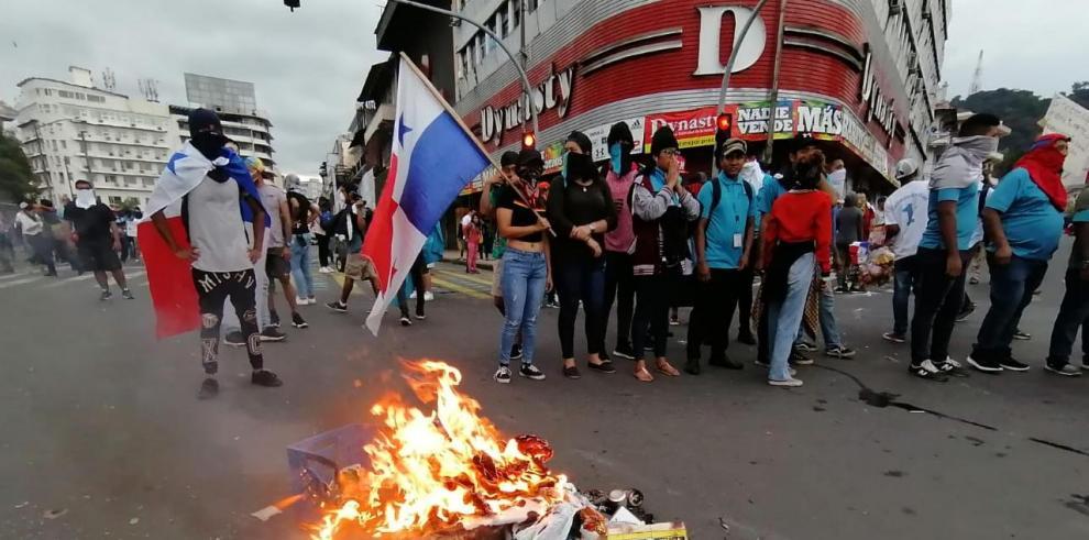 Protestas frente a la Asamblea