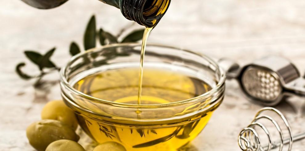 El aceite de oliva se obtiene del fruto denominado aceituna.