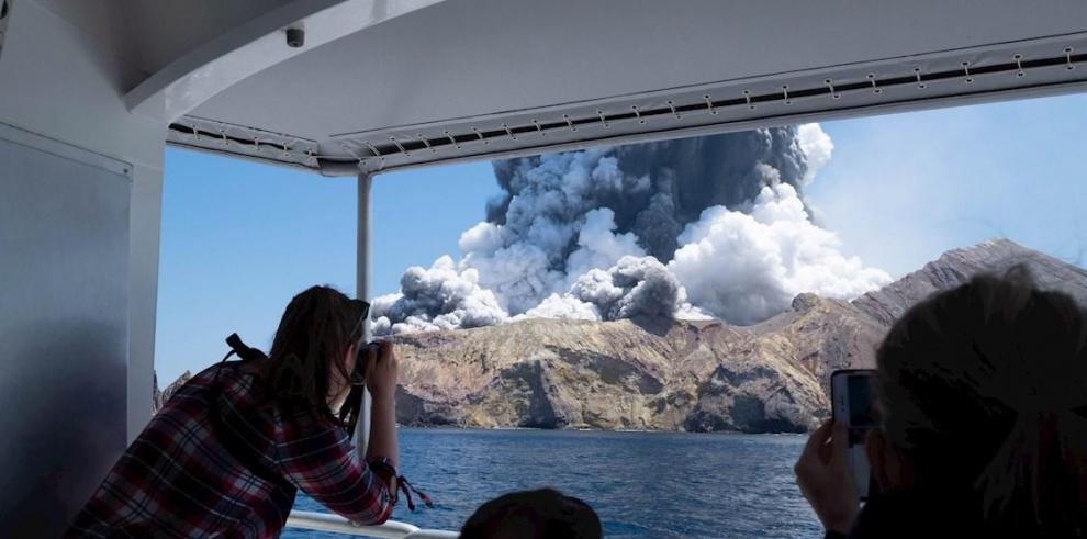 Erupción del volcán Whakaari
