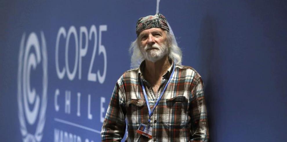 El director del documental del festival de Woodstock, Michael Wadleigh durante una entrevista con la Agencia Efe en el marco de la Cumbre Climática