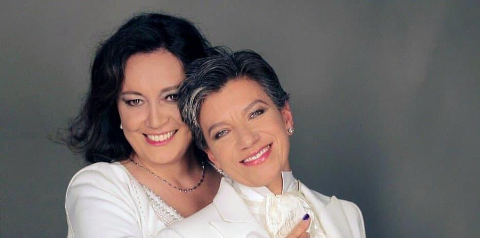 La alcaldesa electa, de 49 años, anunció la semana pasada que este lunes contraería matrimonio con Lozano, de 44