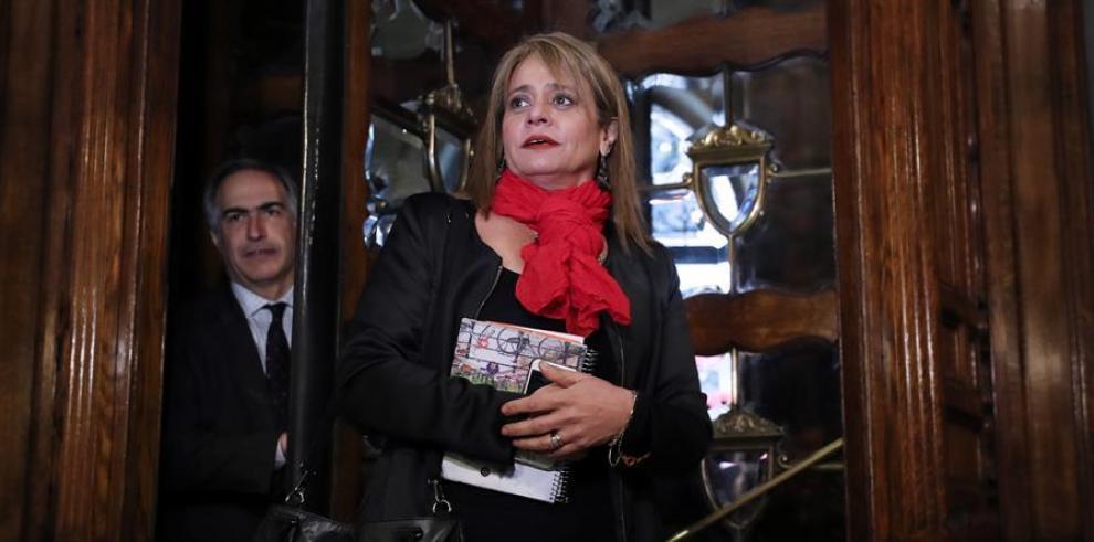 la presidenta de la Unión Demócrata Independiente (UDI), Jacqueline van Rysselberghe (d).