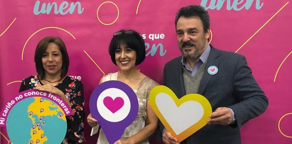 Desde la izquierda, la directora editorial de Santillana Soledad Jarrín, la escritora ecuatoriana María Fernanda Heredia.