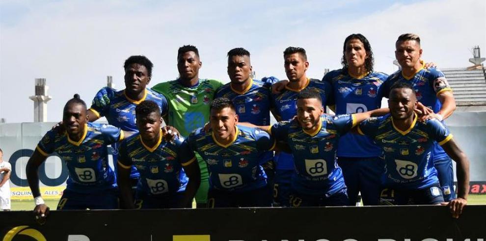 Delfín, equipo del fútbol ecuatoriano.