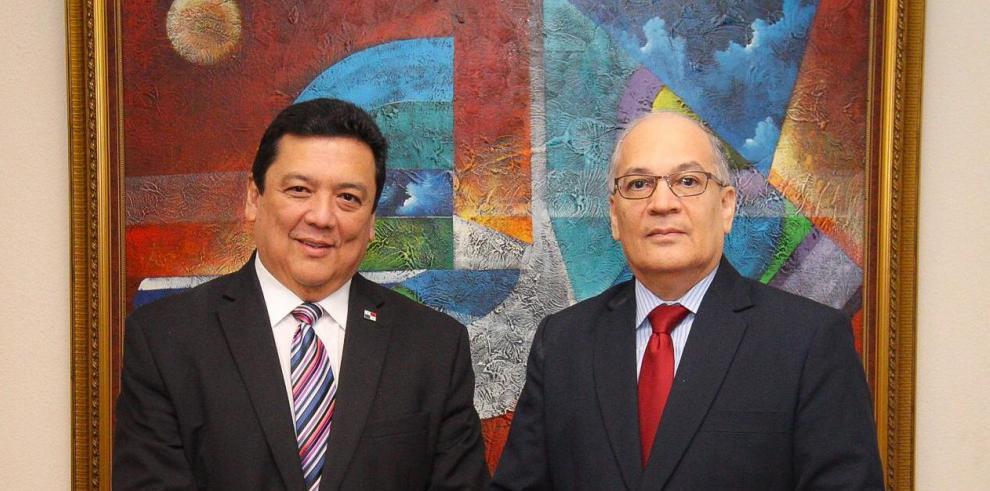 El Procurador General de la Nación, Eduardo Rubén Ulloa Miranda, recibió en su despacho al Procurador de la Administración, Rigoberto González, en visita de cortesía dado el inicio de su gestión.