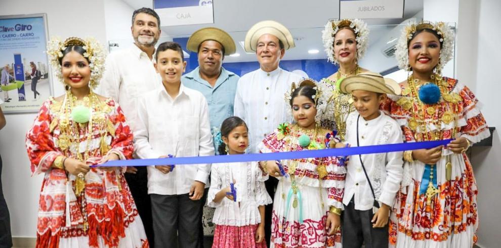 Inauguración de Caja de Ahorros