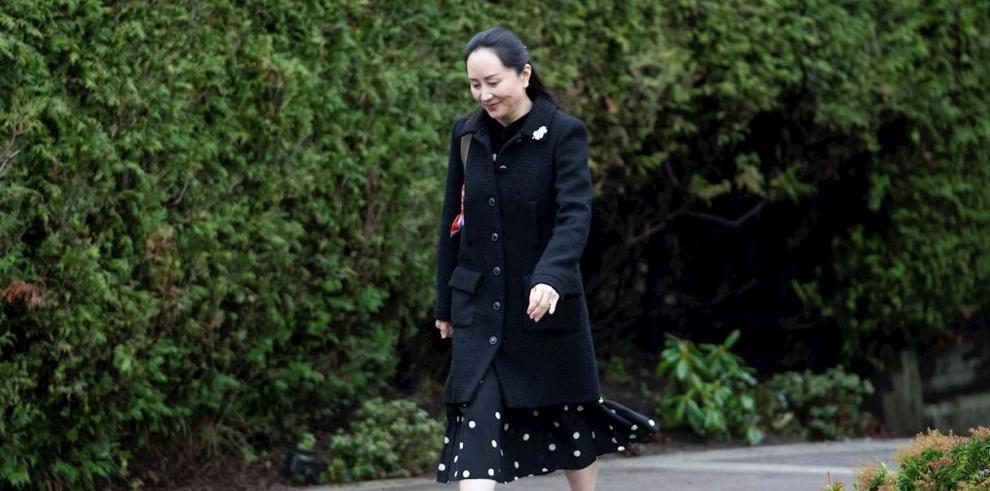 Meng Wanzhou deja su casa para dirigirse a la Corte en Vancouver, Britihs Columbia, Canadá.