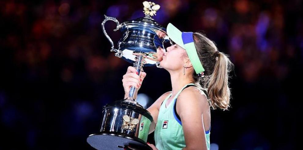 La joven de 21 años Kenin se convirtió en la tenista más joven en conquistar el Abierto de Australia.