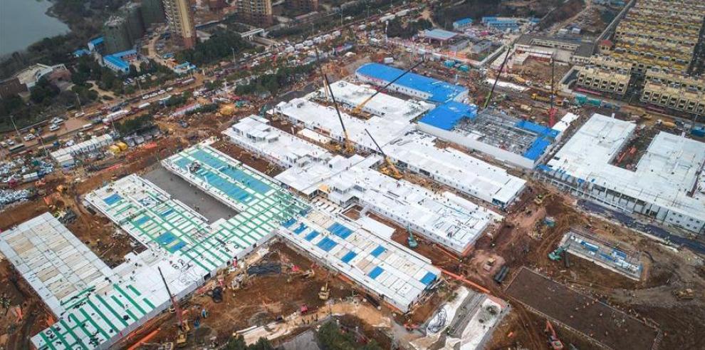 Vista aérea del 1 de febrero de 2020 del sitio de construcción del Hospital Huoshenshan (Montaña del Dios del Fuego) en Wuhan, provincia de Hubei, en el centro de China.