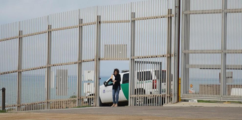 Fotografía que muestra una patrulla fronteriza de los Estados Unidos en San Diego, California (EE.UU.).