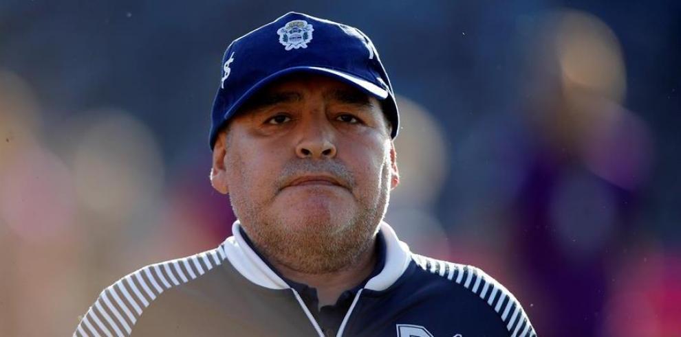 El director técnico de Gimnasia y Esgrima Diego Maradona.