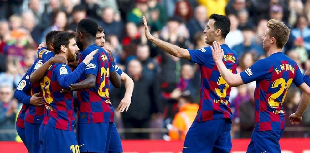 Los jugadores del Barcelona celebran el gol del delantero francés Antoine Griezmann durante el partido ante el Getafe.