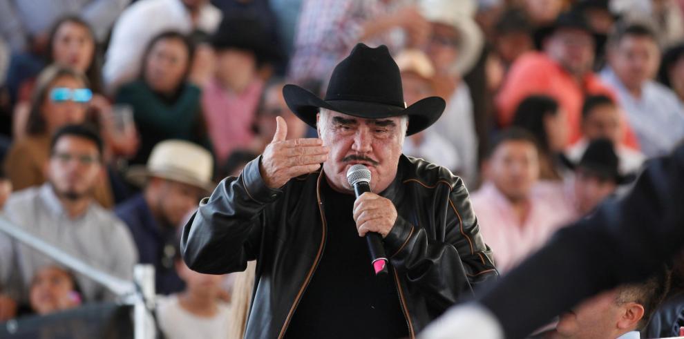 El cantante mexicano Vicente Fernández participa en la celebración, este domingo 16 de febrero, de su 80 aniversario