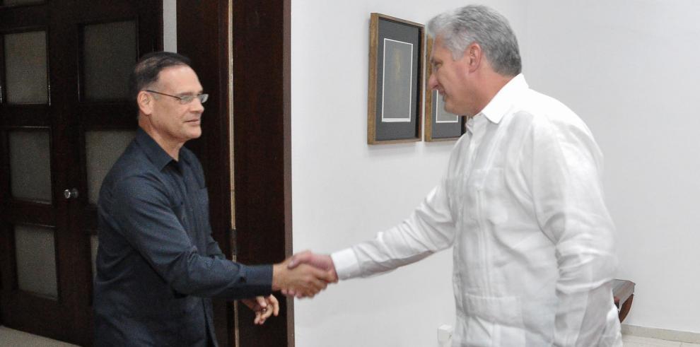 Pedro Miguel González y Diaz Canel de Cuba