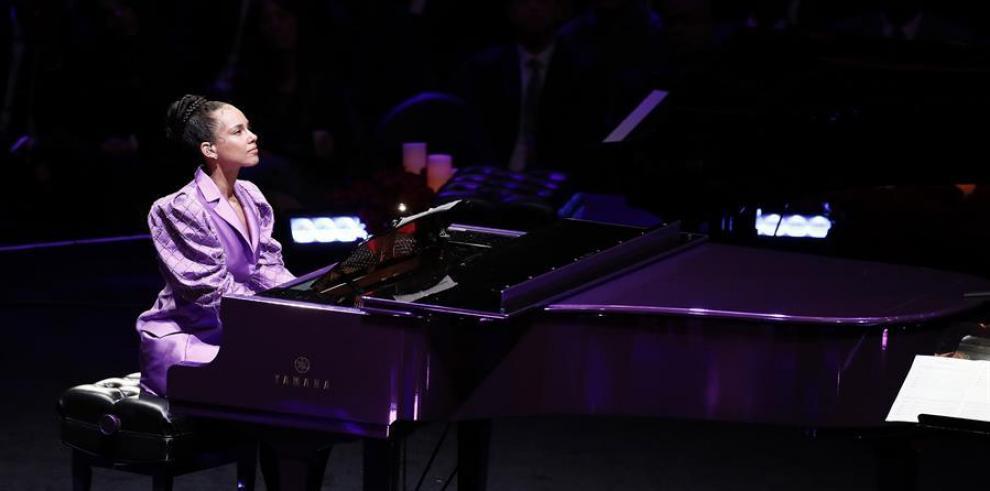Alicia Keys durante el funeral de Kobe Bryant