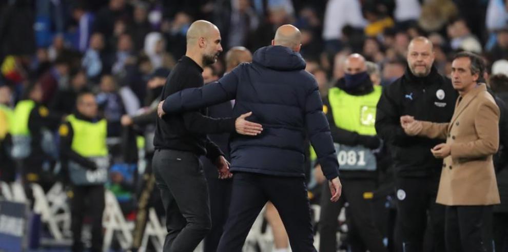 El técnico del Manchester City, el español Pep Guardiola (i)