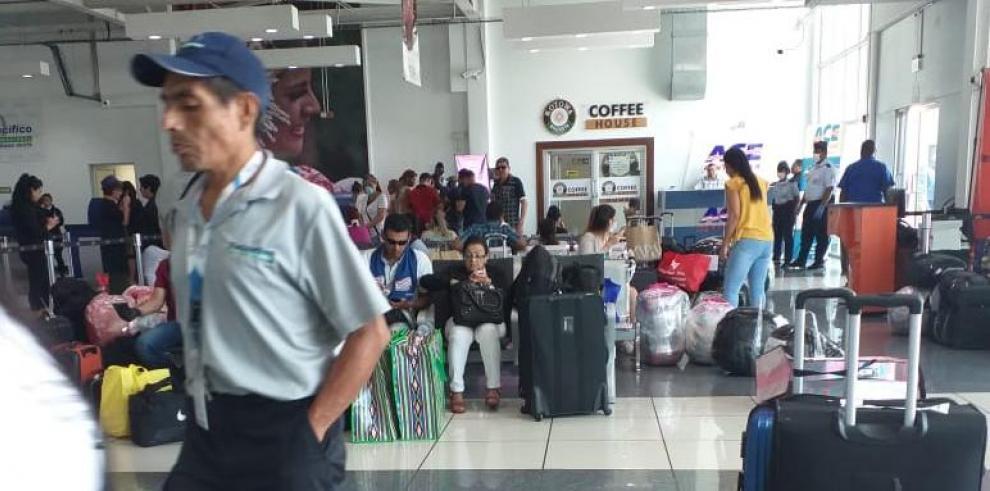 Cubanos varados en el Aeropuerto de Panamá Pacífico