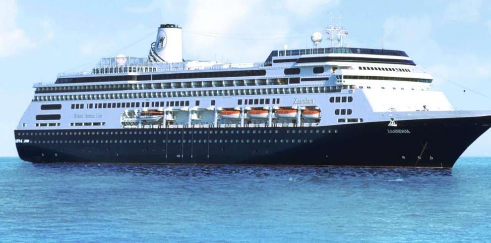 Buque con pasajeros aislados que va a Florida se someterá a control en Panamá