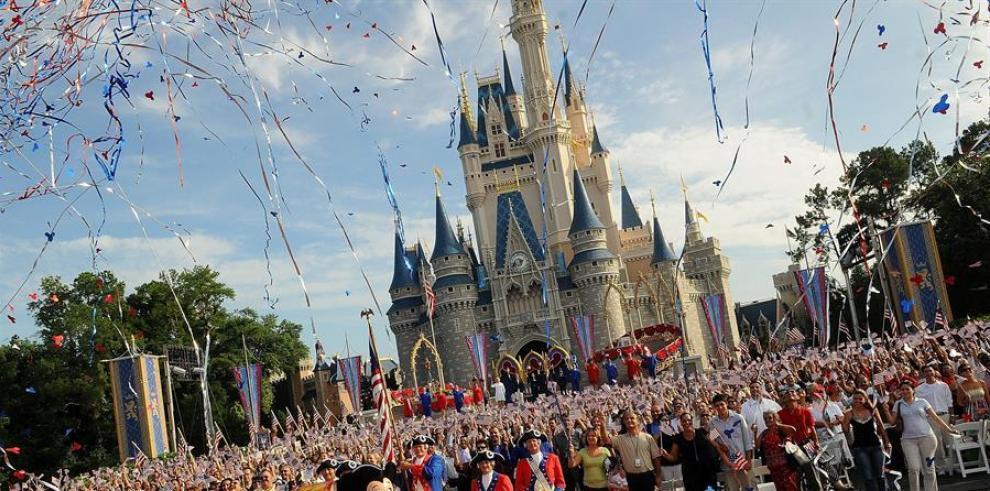 Los parques de Disney anunciaron el 13 de marzo su decisión de cerrar todas sus instalaciones en California y Florida, además del que tiene la empresa en París (Francia), para participar en las recomendaciones de aislamiento social como herramienta para d