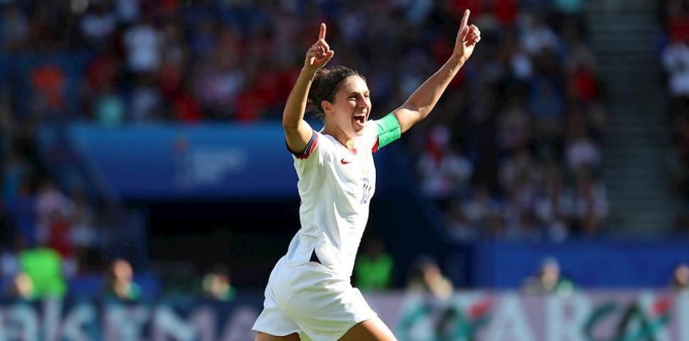 Carli LLoyd celebra en el Mundial de Fútbol de 2019.