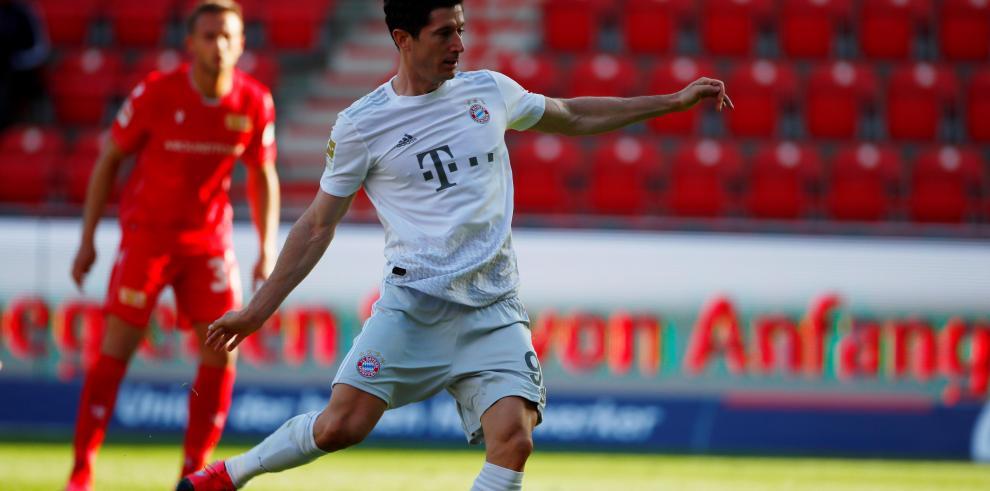 Lewandowski ejecutó la pena máxima y marcó el gol número 26 de su cuenta personal
