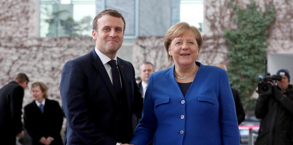 El presidente francés, Emmanuel Macron, y la canciller alemana, Angela Merkel,