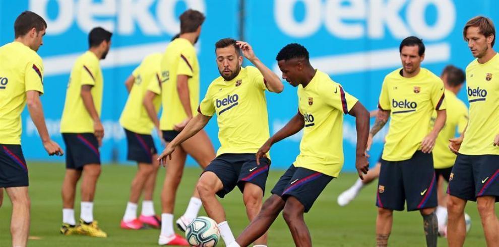 Jordi Alba, Ansu Fati, Lionel Messi, e Ivan Rakitic.