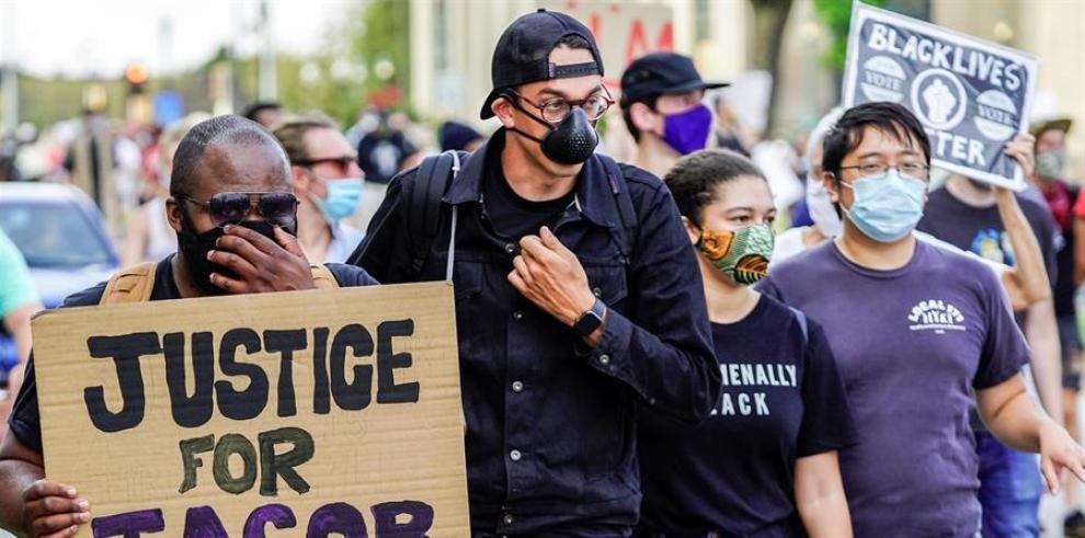Vista de una protesta, el 24 de agosto de 2020, en reacción al tiroteo en el que resultó herido Jacob Blake por la Policía en Kenosha, Wisconsin