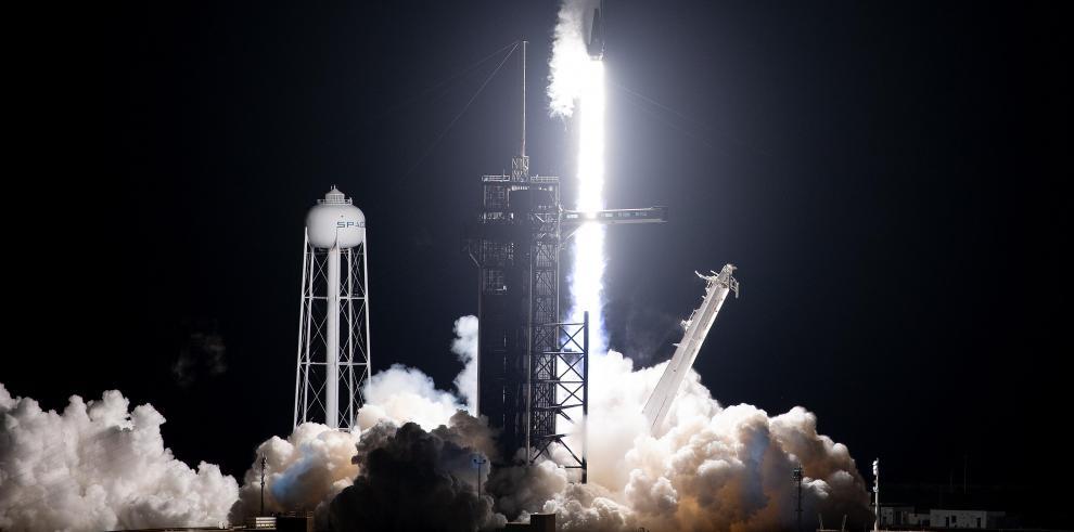 El precio por enviar 440 libras de carga a una órbita sincrónica con el sol es de 1 millón de dólares