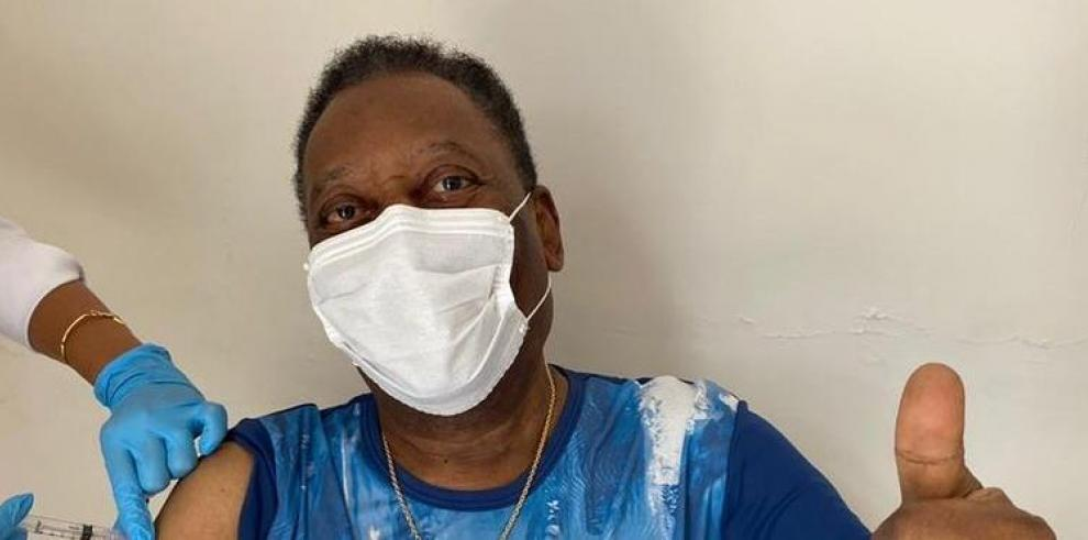 Pelé se vacuna contra la covid-19