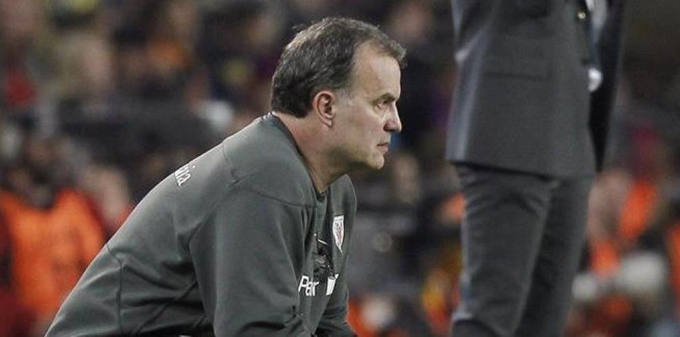 Los entrenadores Marcelo Bielsa (i) y Pep Guardiola