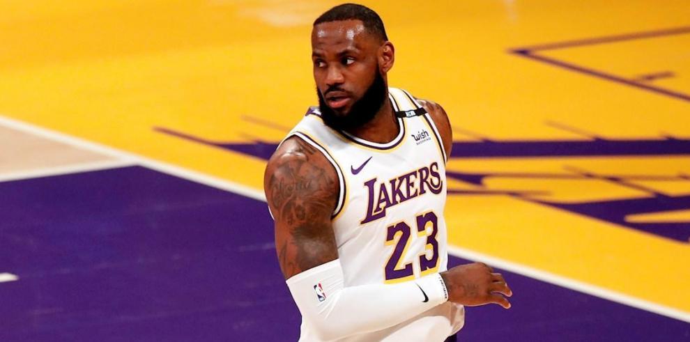 LeBron James, alero estrella de los Lakers