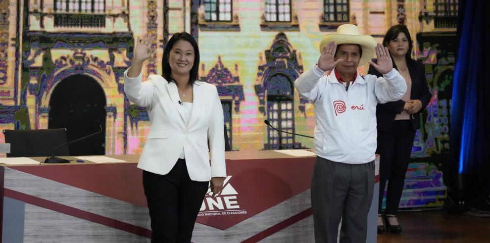Los candidatos a la Presidencia de Perú Keiko Fujimori (i) y de Fuerza Popular y Pedro Castillo de Perú Libre