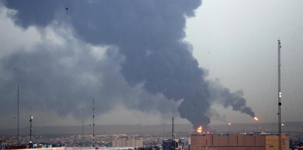 Un gran incendio se desata en una refinería del sur de Teherán