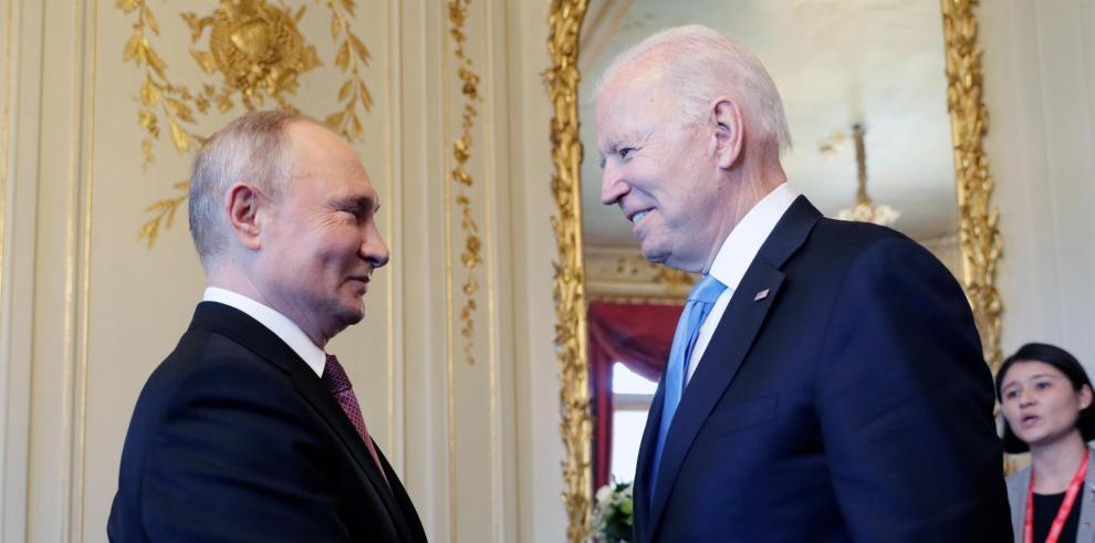 Vladímir Putin y Joe Biden