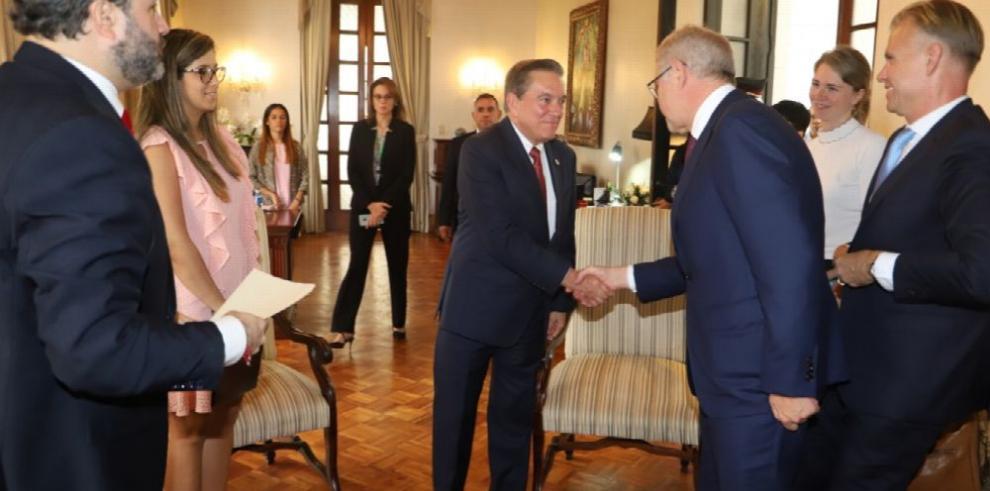 Presidente Cortizo explora desarrollar el puerto de Corozal