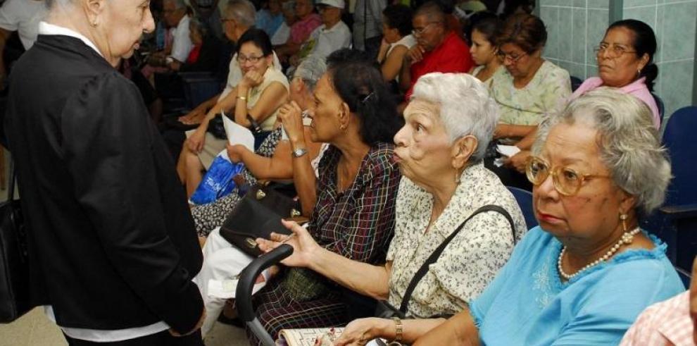 Gobierno y jubilados acuerdan mantener $100 de bonos