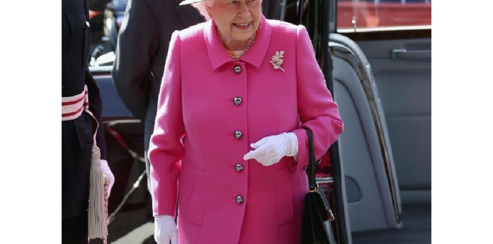 Isabel II firma su primera publicación de Instagram