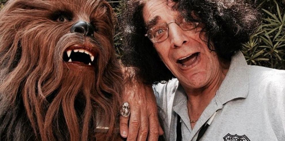 Peter Mayhew, que interpretó a Chewbacca en