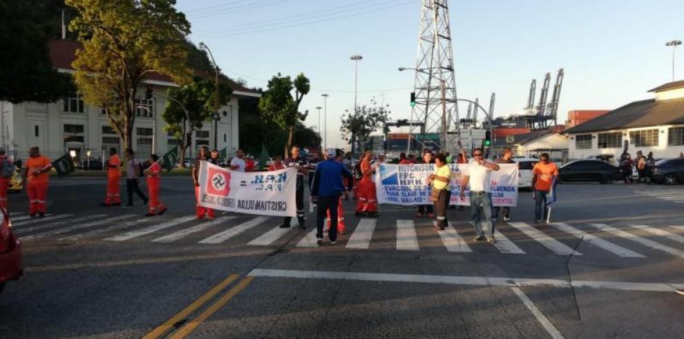 Empresa que regenta puerto en el Canal de Panamá afectada por