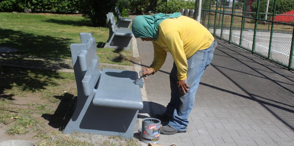 El MOP realiza labores de mantenimiento en estructuras de la Cinta Costera