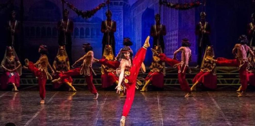Panameño se destaca en ballet ruso