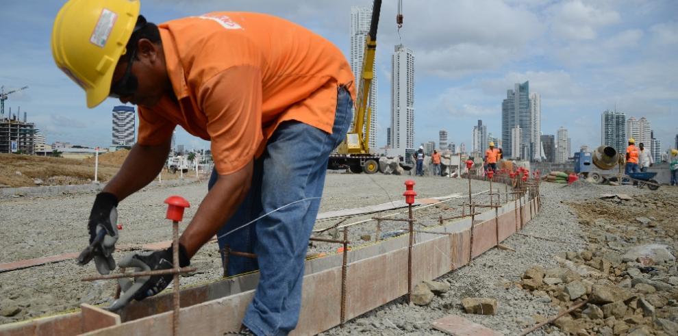 Inversión privada en el sector construcción cae más del 50%