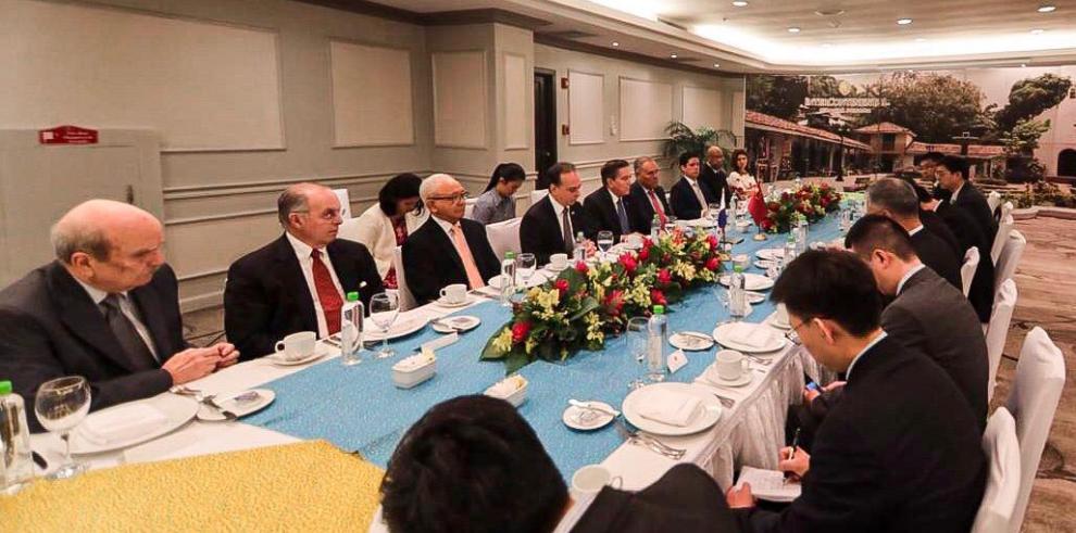 Visita protocolar del Vice Canciller de China al Presidente Electo de Cortizo