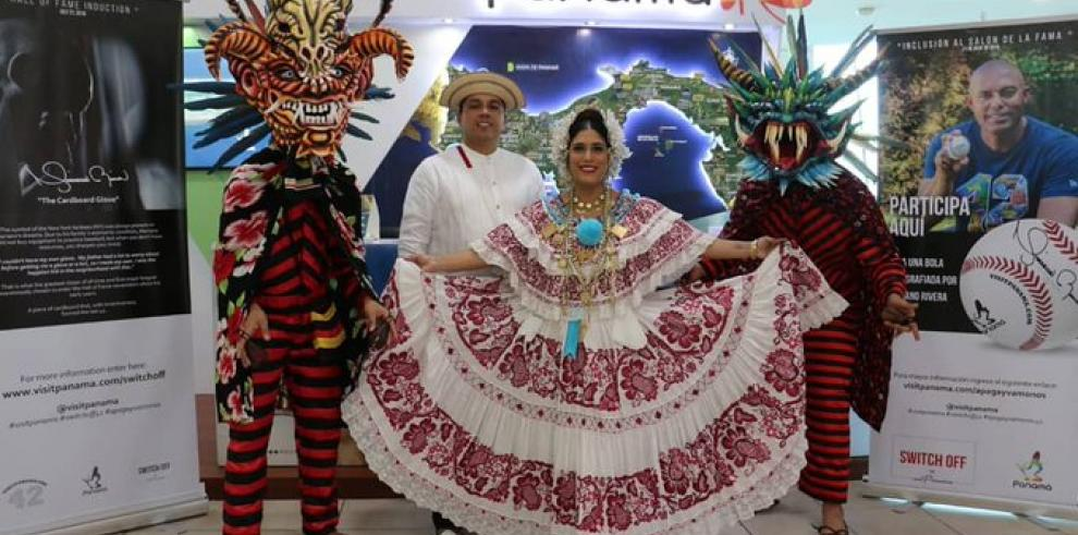 Copa celebra al son latino entrada de Rivera y Martínez al Salón de la Fama