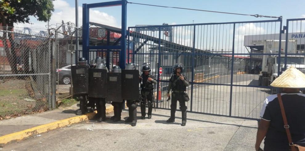 Trabajadores de PPC, en las calles mientras dirigentes negocian fin del paro laboral
