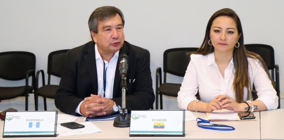 Parlamentarios analizan técnica artesanal para reducir la contaminación en los océanos