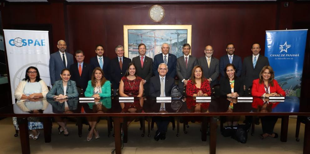 Canal de Panamá busca fortalecer empleabilidad de los jóvenes