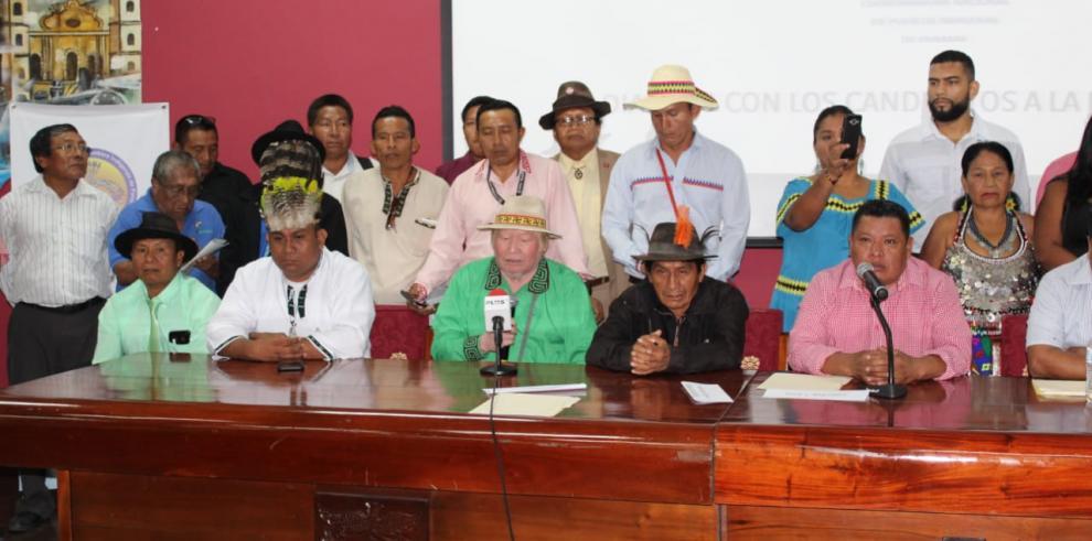 Candidatos a la Presidencia dejan plantados a indígenas
