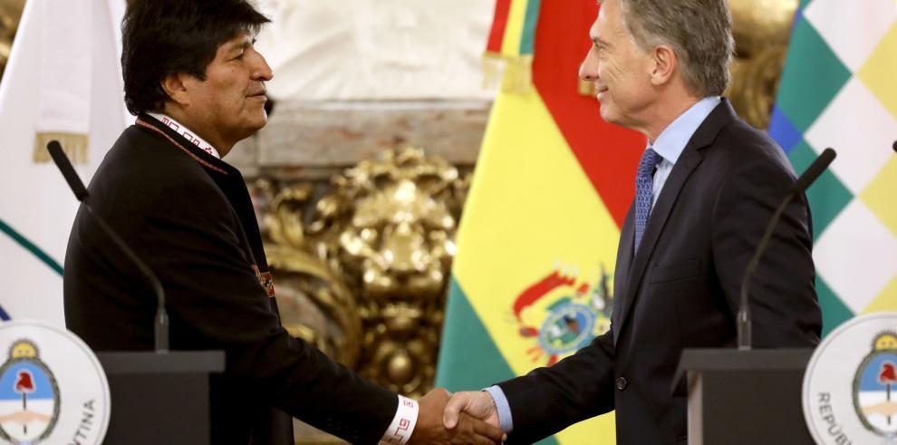 Mauricio Macri y Evo Morales inician una reunión bilateral en la Casa Rosada